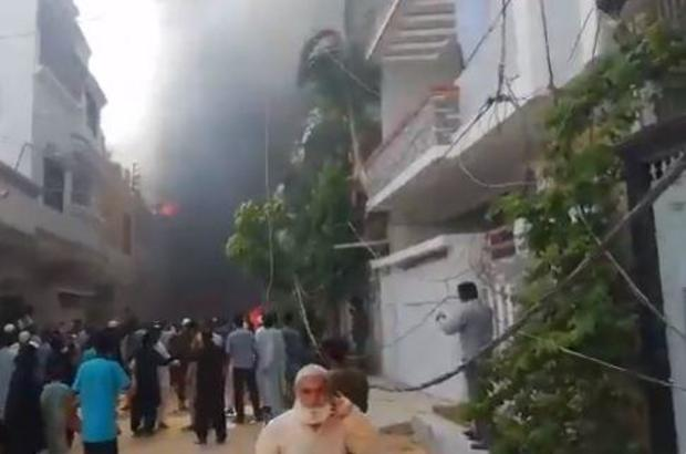 2716 pakistan plane crash karachi2