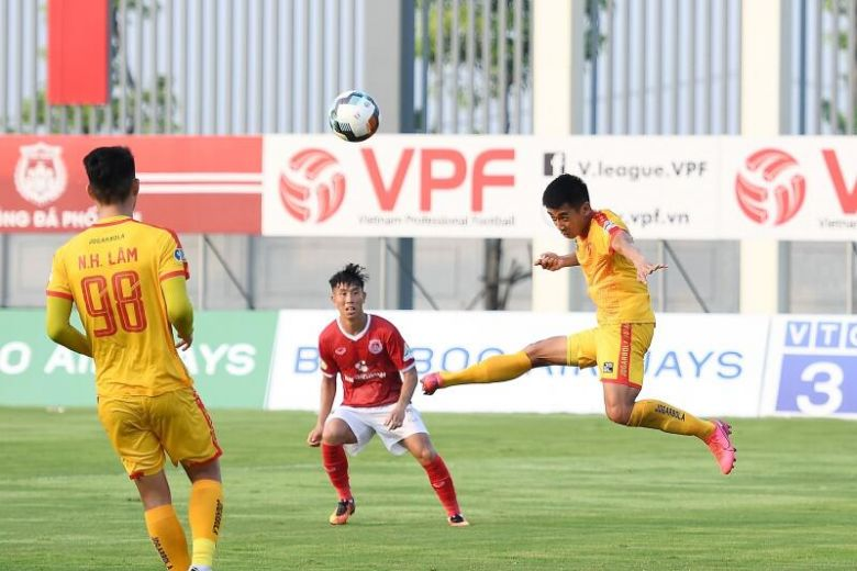 vietnam suspends top professional football league as new covid 19 cases detected