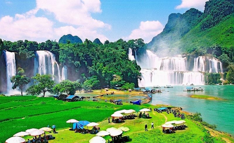 Demarcating Ban Gioc Waterfall