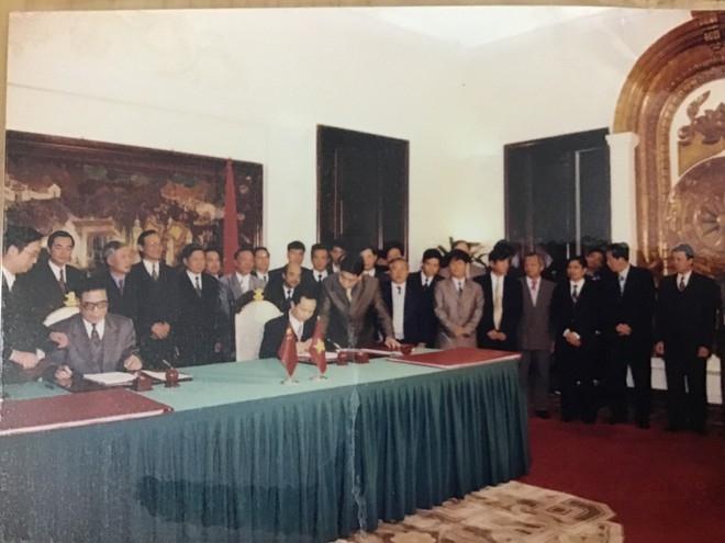 a decade of vietnam china land border delimitation
