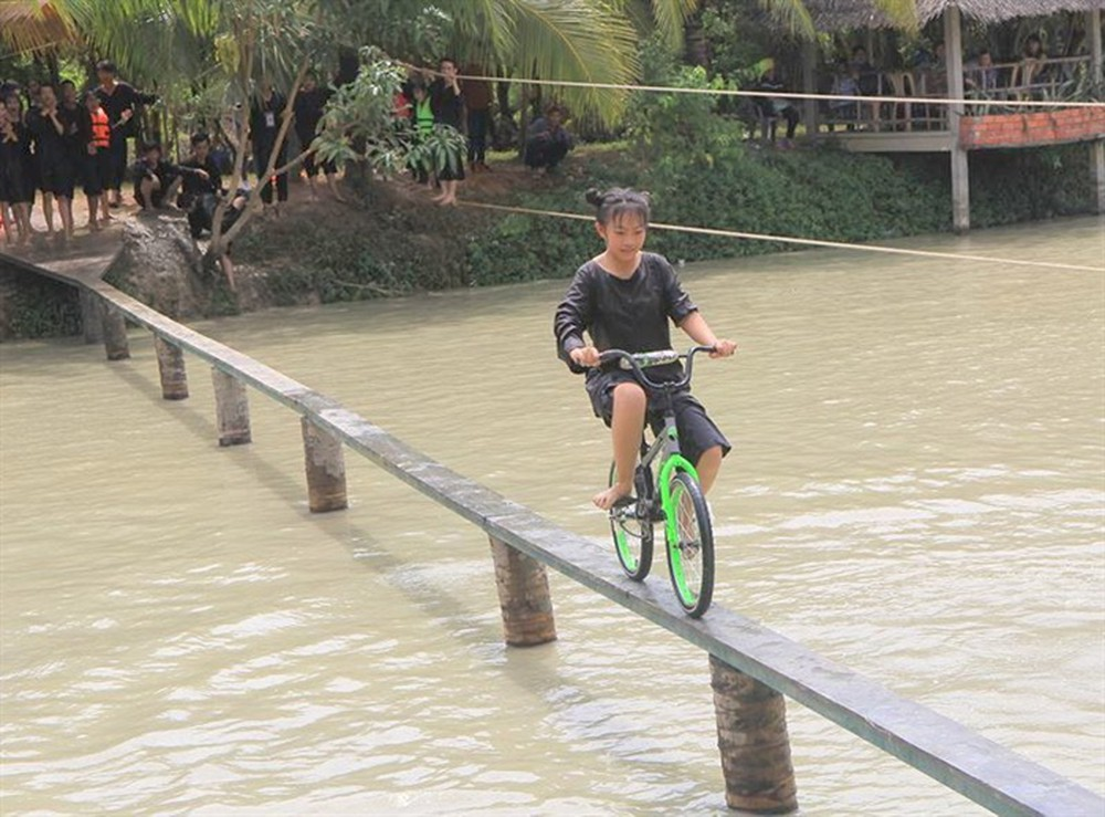 vietnams west attract visitors with exotic game on monkey bridge