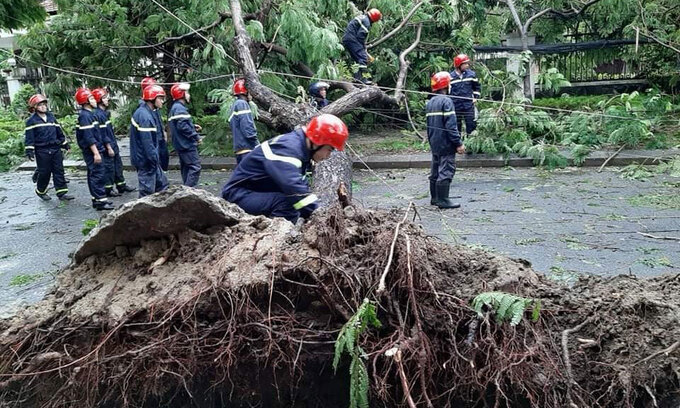in video storm noul makes landfall in central region1 dead