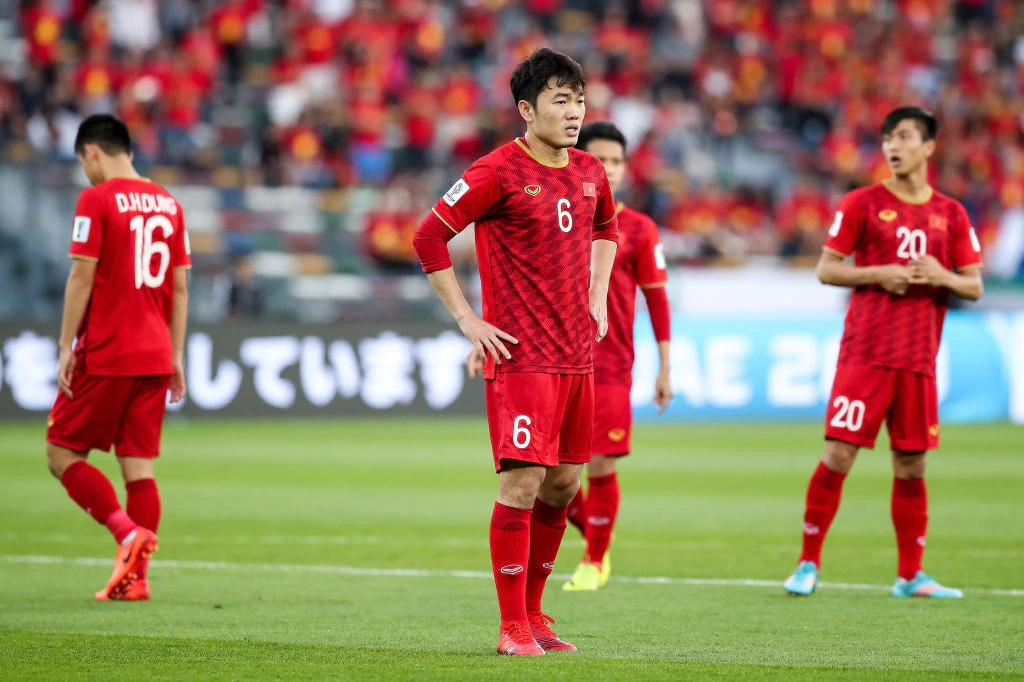 vietnamese midfielder hailed by australian news commended to a league