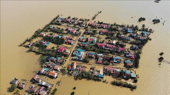 "US Government ""stands ready"" to support Vietnamese efforts to overcome flood losses"