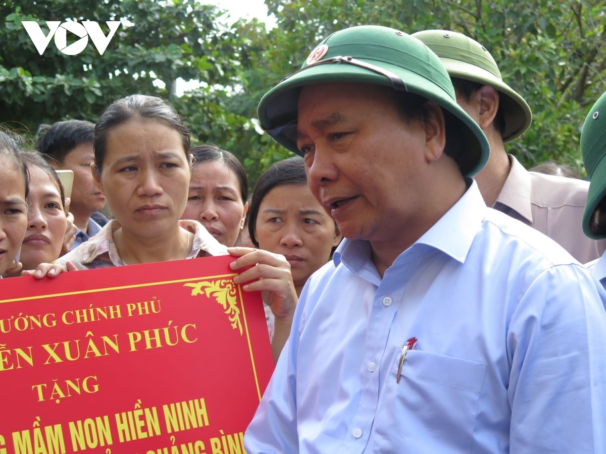 PM phuc extends his warmest sympathies to teachers and students of hien ninh kindergarten for the severe challenges they face