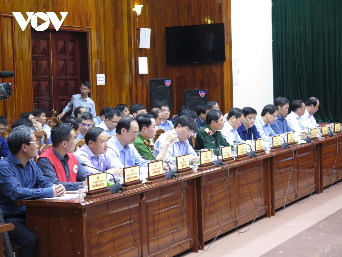 During the course of meeting, pm phuc emphasises that historic level flooding to hit region has caused great damage residents throughout central region, with 119 people reported dead, including 33 soldiers who have been involved in perilous rescue work