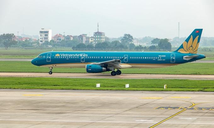 vietnam airlines flight land off suddenly as passenger burns tissue on board