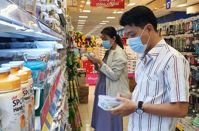 vietnam retail sales and service revenue hits over us 2165 billion in 2020