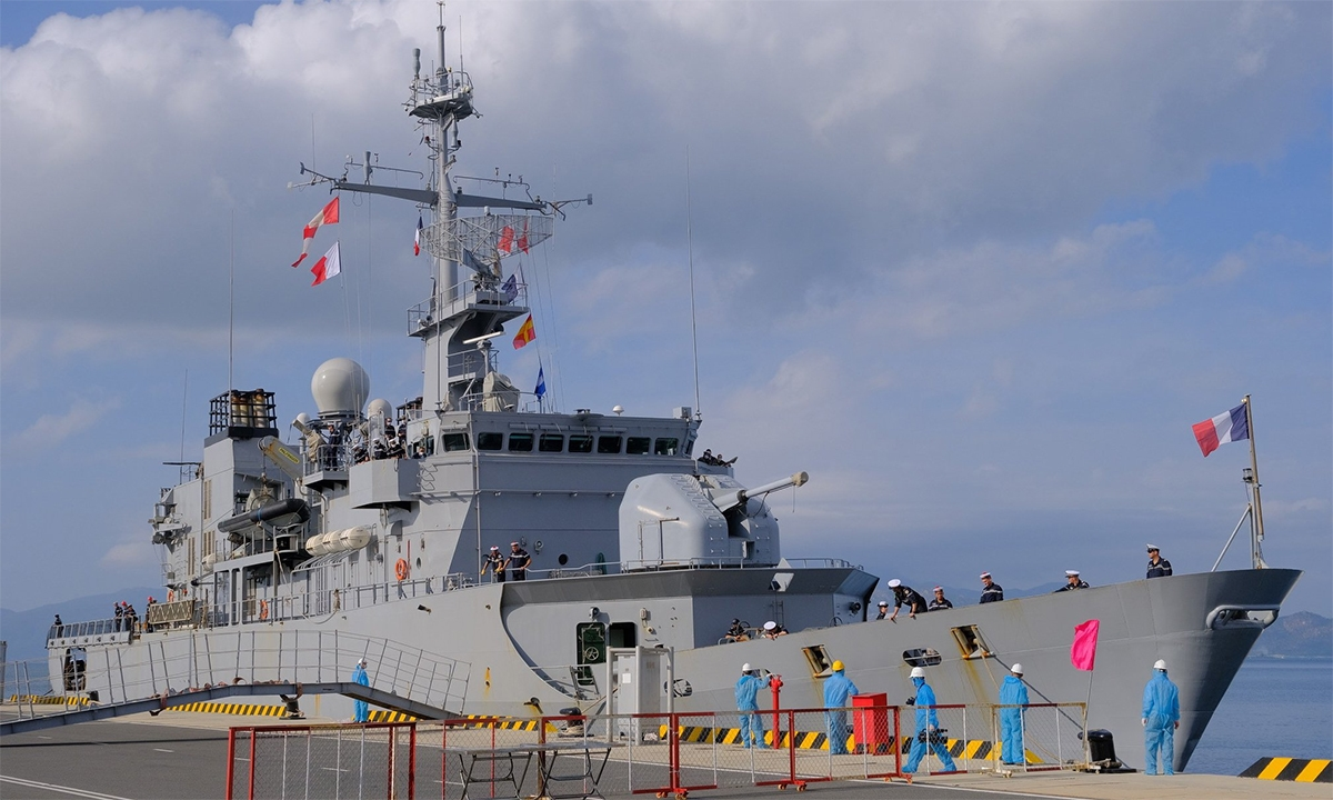 0120-french-frigate-docked-in-vietnam