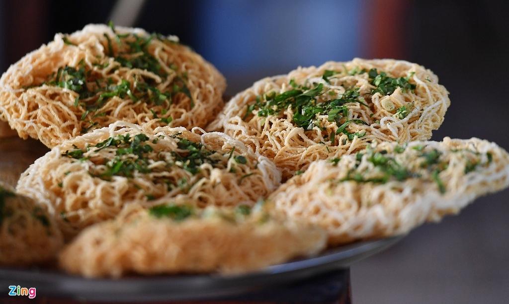 2434-hu-tieu-pizza-in-southwest-vietnam