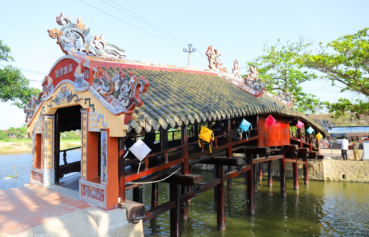 In video: Hue's 245-year-old bridge after restoration amazes visitors