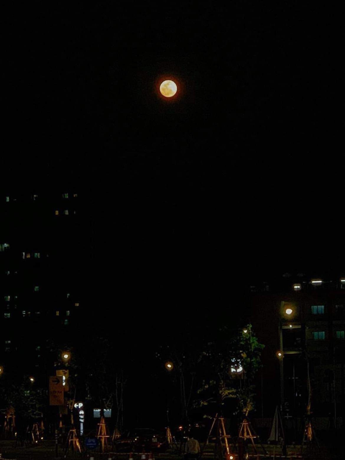 A Gorgeous Mid-Autumn Moon Blesses Vietnam's Covid Recovery