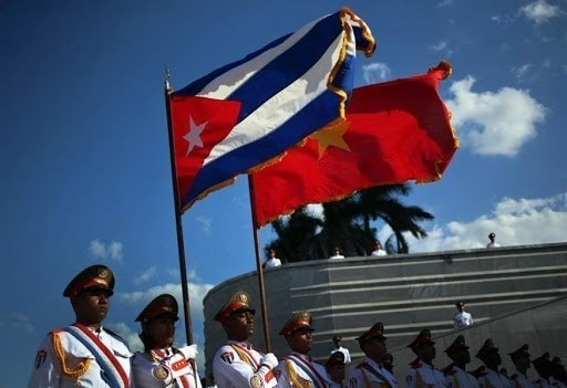 Flags of vietnam and cuba (photo: alianza news)