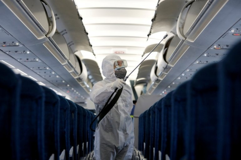 A health worker sprays disinfectant inside a Vietnam Airlines airplane to protect from the recent coronavirus outbreak, at Noi Bai airport in Hanoi, Vietnam February 21, 2020. (Photo: Reuters)