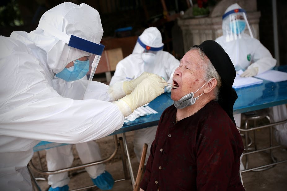A medical staff take sample from an elderly (Photo: The Conversation)