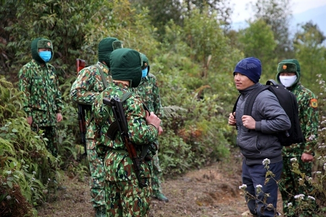 Border guards in the northern province of Lai Châu find a man illegally crossing border through path (Photo: VNS)