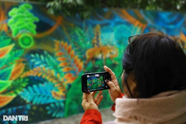 US Ambassador inaugurates environmental-themed mural in Hanoi