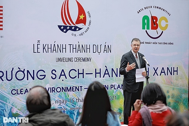 US Ambassador inaugurates environmental-themed mural in Hanoi