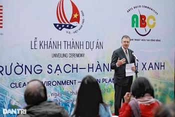 us ambassador inaugurates environmental themed mural in hanoi