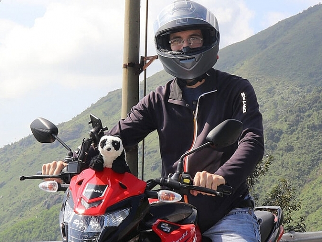 Expat travel across Vietnam in the company of Teddy bear