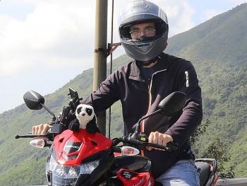 expat travel across vietnam in the company of teddy bear