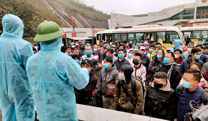Vietnamese workers returning from Laos and Thailand listen to quarantine regulations at Cau Treo border gate in Ha Tinh Province, central Vietnam, January 17, 2020.