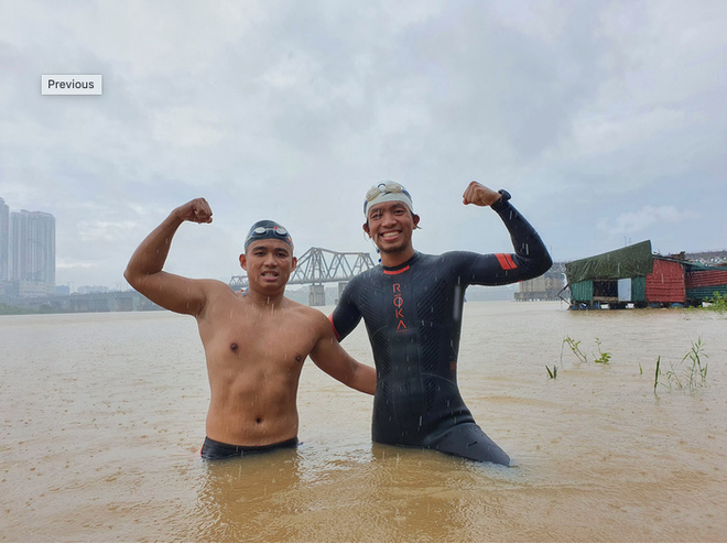 Two Vietnamese athletes make record as swimming over 200km in cold river water