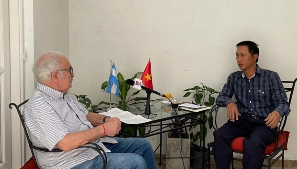General Secretary of the Communist Party of Argentina Victor Gorodeki Kot (L) in an interview granted to the media  (Photo: VNA)