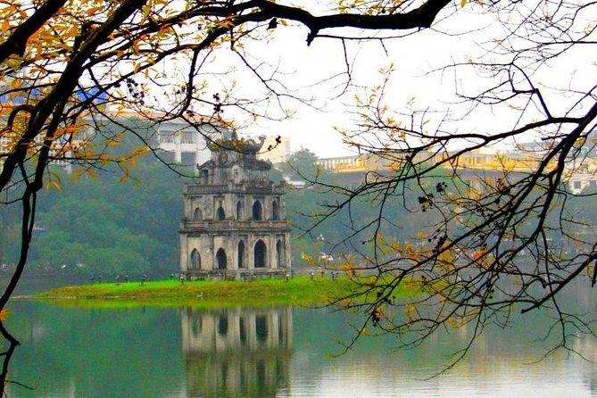 Hoan Kiem Lake, downtown Hanoi (Photo: Aviator)
