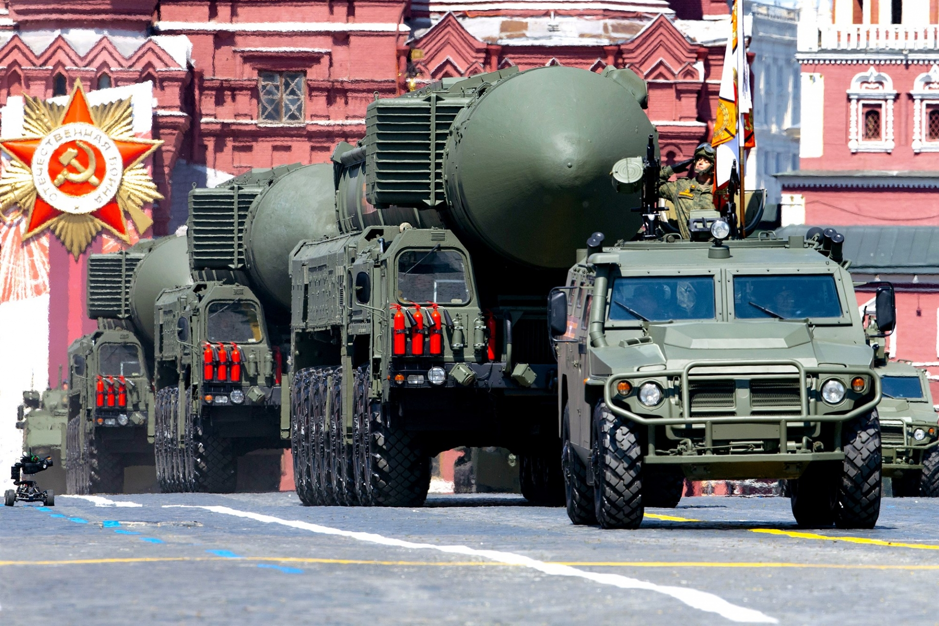 Ballistic missiles on display in red square during the victory day moscow last june (photo: ap)