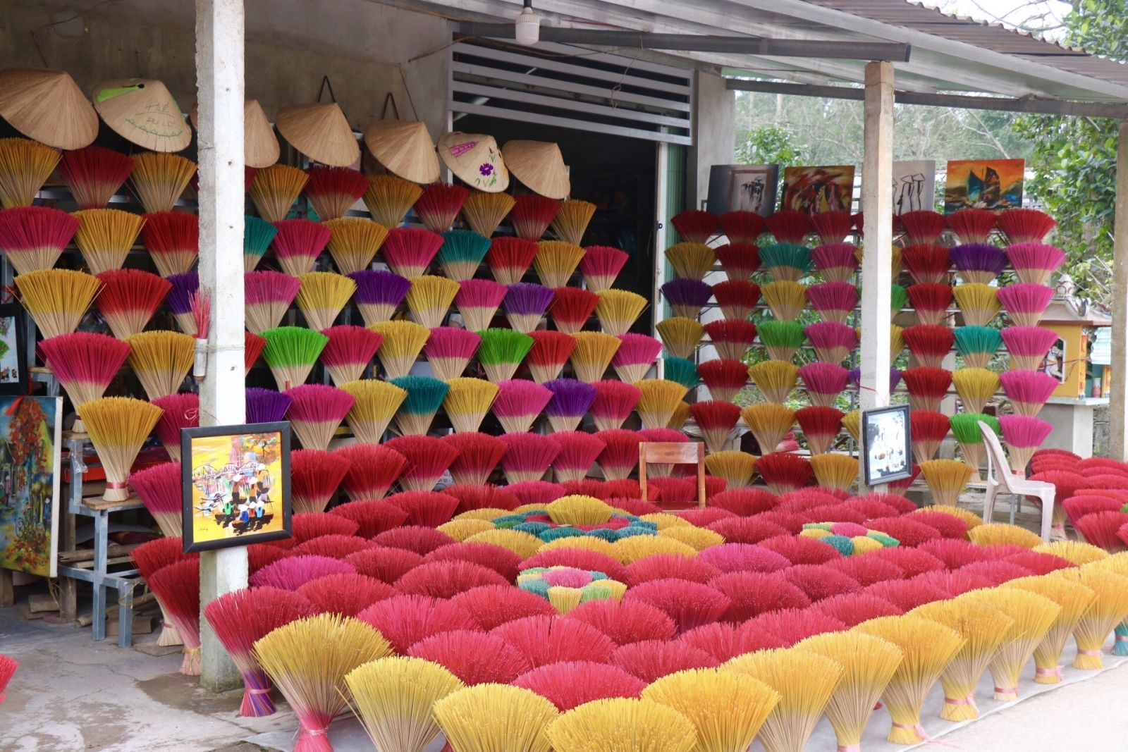 Famous incense-making village in Hue turns colorful as Tet nears