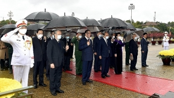 vietnam news today february 10 party state leaders pay tribute to president ho chi minh