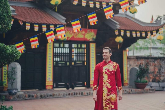 Wearing Ao Dai gives expat a sense of nobility and pride