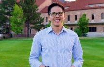 vietnamese american professor invents wireless earphone for sleeping problems treatment