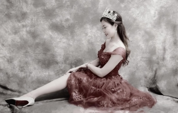Vietnamese one-legged Cinderella finds her prince