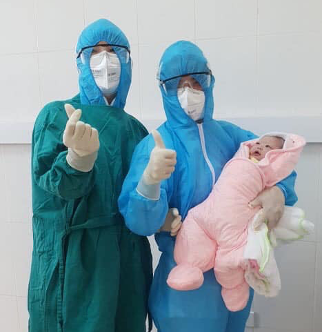 a young hanoi mother gave birth in the coronavirus quarantined zone