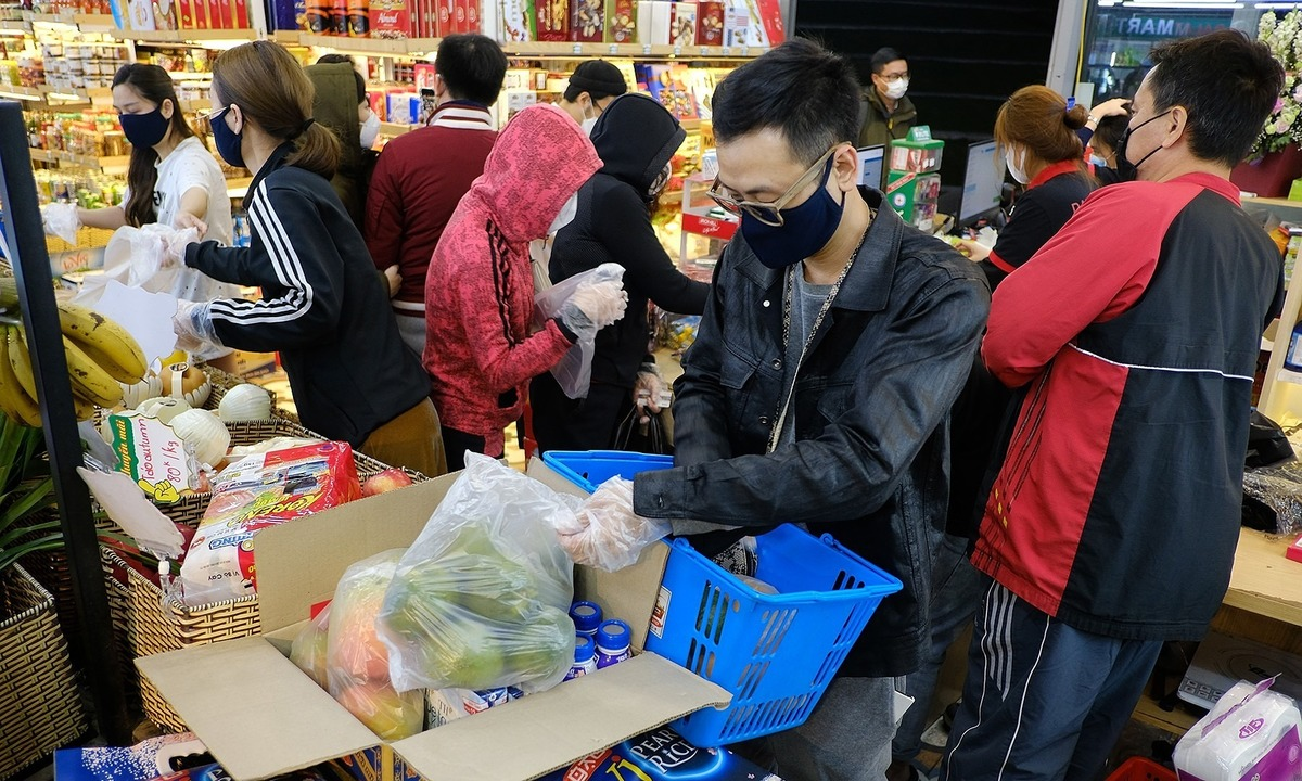 latest news covid 19 in hanoi no need to hoard up on daily necessities