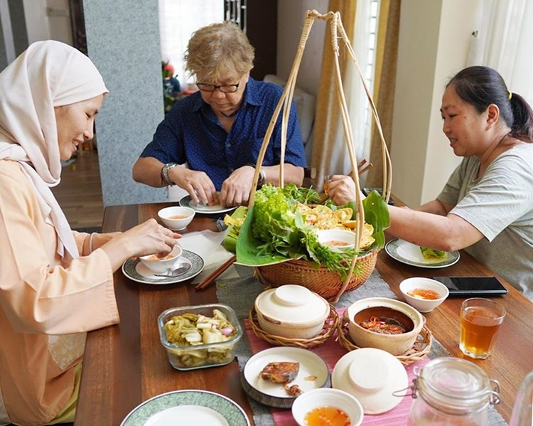 malaysian son in laws pure love for vietnamese culture