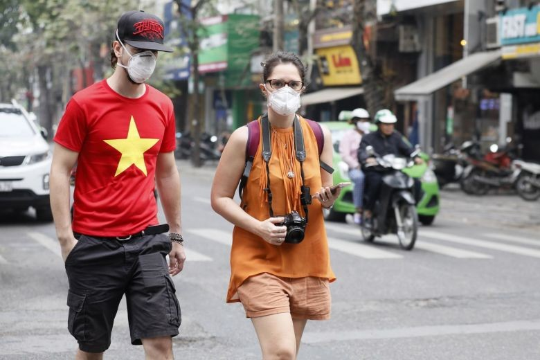 vietnam requires all citizens foreigners to wear masks at crowded places