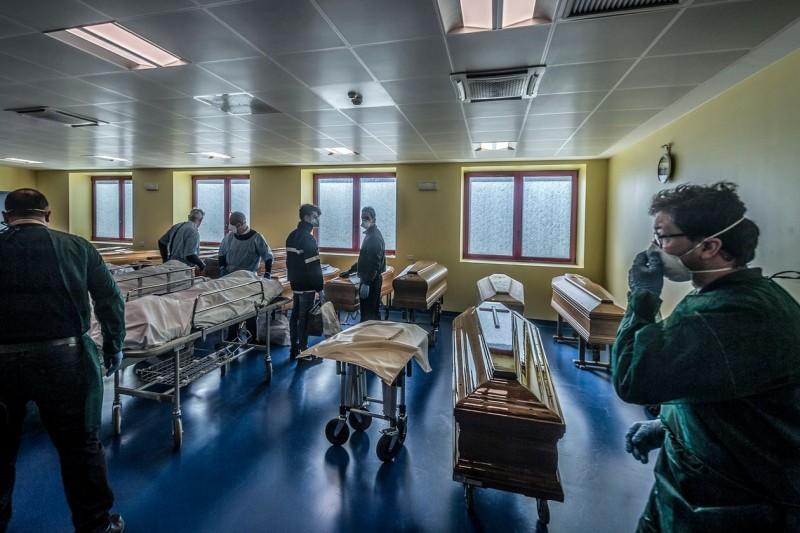 coronavirus update italys death toll surpasses chinas