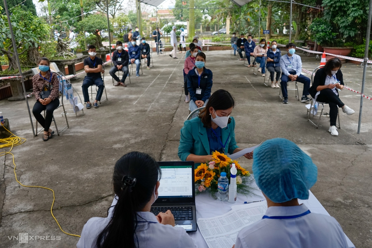 Vietnam launches biggest vaccination campaign against COVID-19, in photos