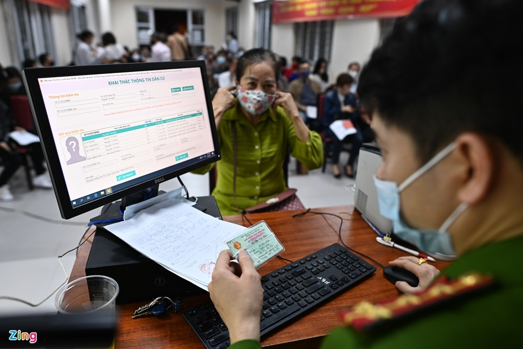 Hanoi speeds up chip-based ID card issuance for residents