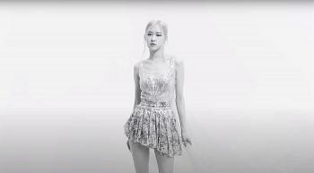 Korean idol BlackPink's Rose looks gorgeous in Vietnamese designer's dress