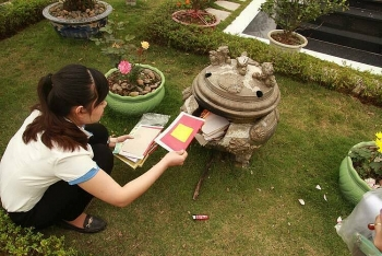 Vietnamese families turn to online ancestor worship services amidst COVID-19 pandemic