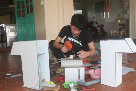 Vietnam young student innovates to beat COVID-19