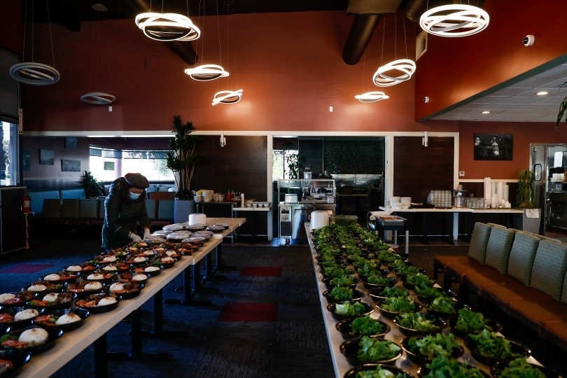 american doctors thank vietnamese restaurants for donating meals