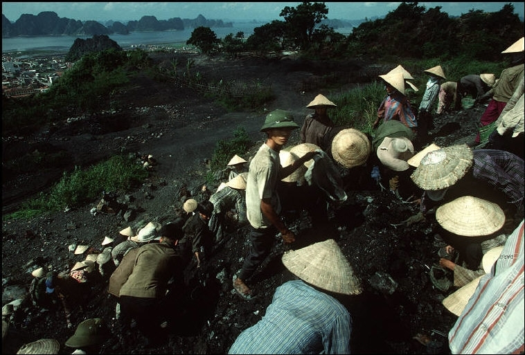 hustle life in quang ninh late 20th century