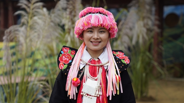 first dao tuyen ethnic woman to earn masters degree abroad against adversity