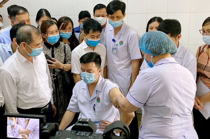 Ha Tinh prioritized individuals get Covid-19 vaccine on live platform