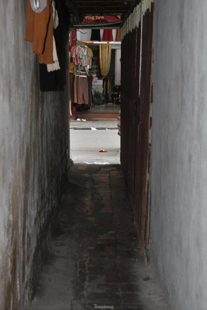 A peek into super narrow alleys in Hanoi Old Quarter